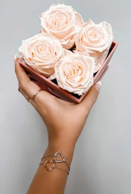 ARY DPO Heart Bracelets in gold and silver and 4 pink Roses