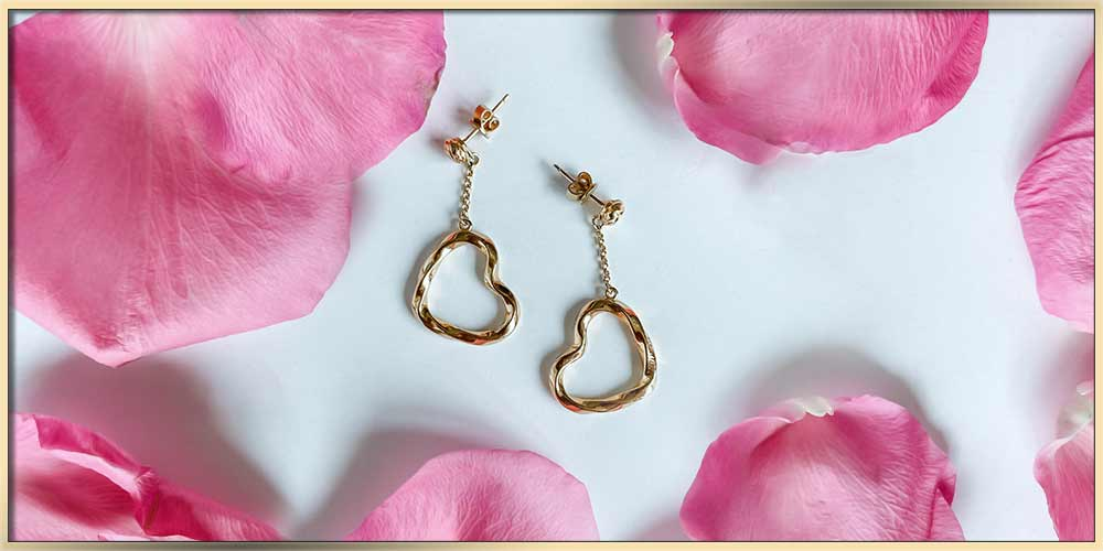 When To Gift A Gold Heart Bracelet, Necklace Or Earrings