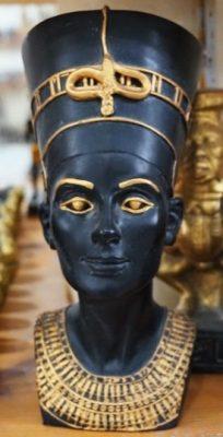 Statute of Nefertiti with jewelry